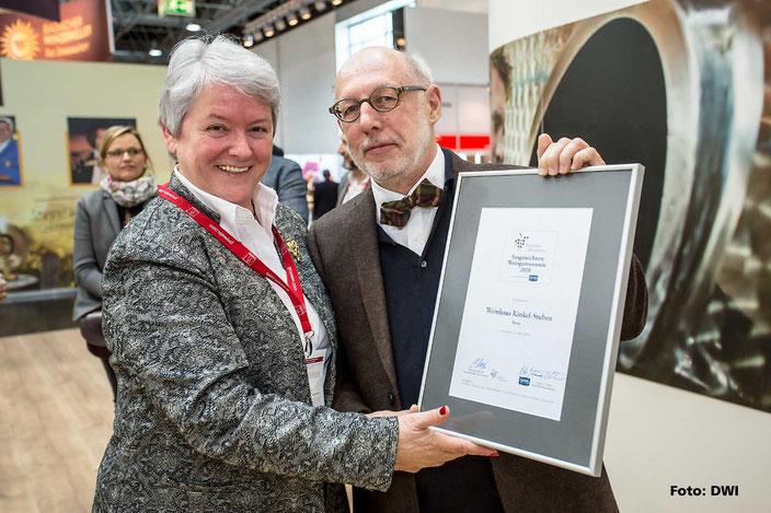 Jurorin und Laudatorin Paula Bosch mit Lothar Schrempp