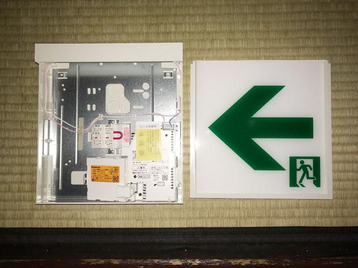 ビル内テナント飲食店に交換設置するLEDタイプ避難誘導灯の内部