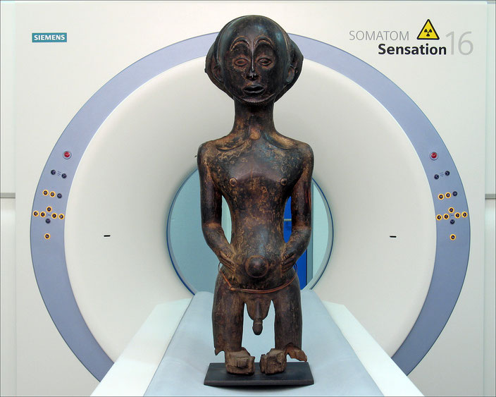 Hemba figure on the CT scanner table•Royal Museum for Central Africa, Tervuren