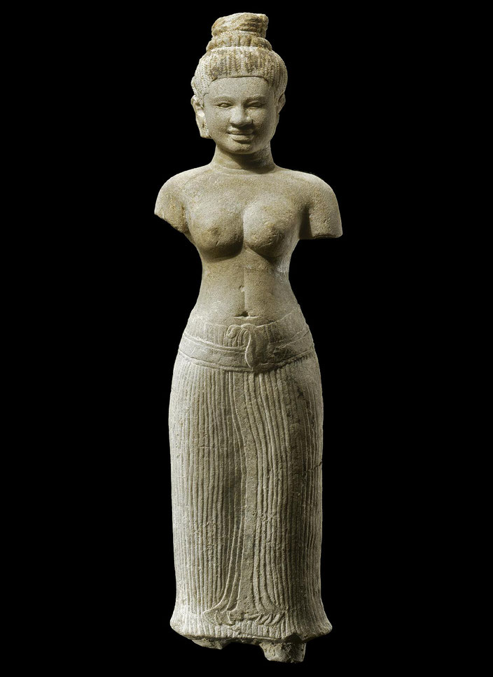Khmer female divinity (Ouma), Cambodia, 11th c. • Sandstone • H. 61,5 cm • Private collection • Courtesy of Grusenmeyer Gallery, Brussels • Photo © 2003 Roger Asselberghs, Brussels