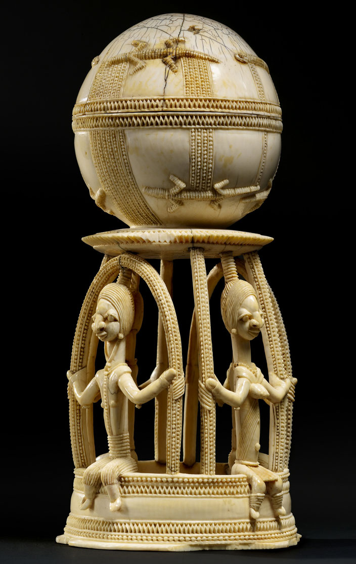 Sapi-Portuguese Lidded Saltcellar • Sierra Leone • Ivory, 15th–16th century • H. 23,1 cm • Courtesy of Entwistle Gallery, London