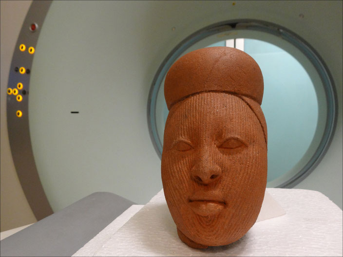 Terracotta Ife head on the scanner table • Collection Drs. Daniel and Marian Malcolm