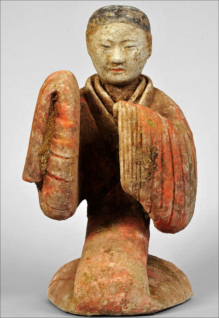 (Fake) Han Dynasty Dancer, China (supposedly 206 BC-220 AD) • Terracotta & polychromy • H. 36 cm • Private collection