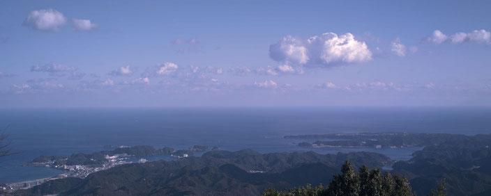 熊野妙法山阿彌陀寺からの眺望。熊野灘、太平洋と水平線が一望。