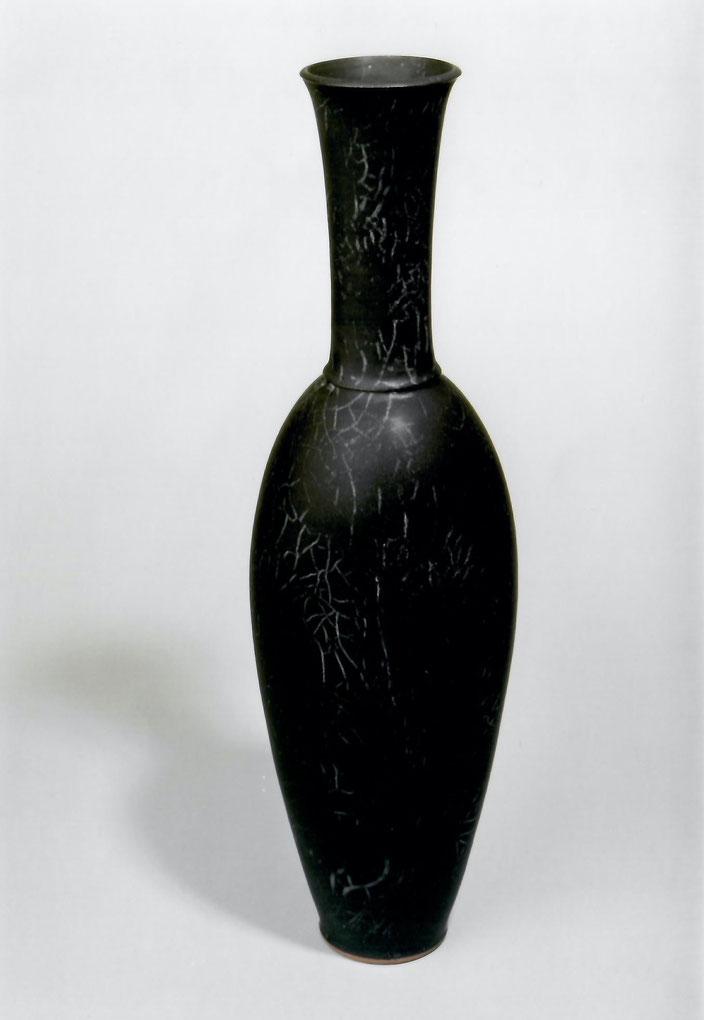 "2003 Vase Clio"" 49cm, turned, black glaze with white craquelé / Photo: Bernd Kuhnert"