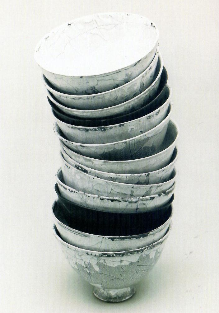 2001 Coffee bowls, turned, white glaze with black craquelé / Photo: Gerhard Zwickert