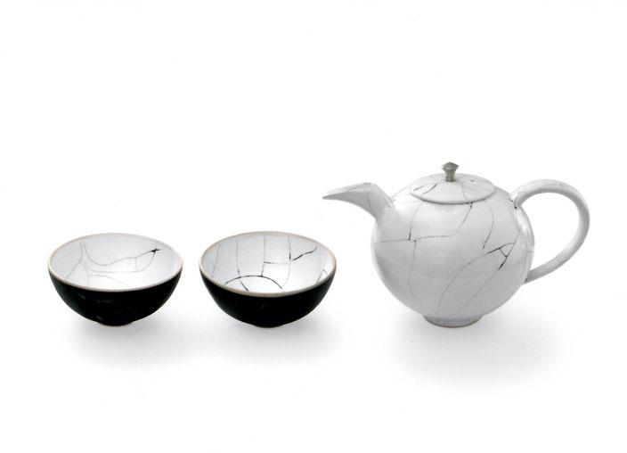 2006 tea set turned, white glaze with black craquelé, series metro collection
