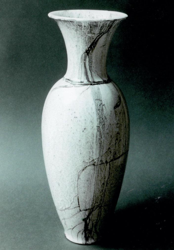 "1999 Vase ""Boga"" 45cm, turned, white glaze with brown craquelé / Photo: Bernd Kuhnert"