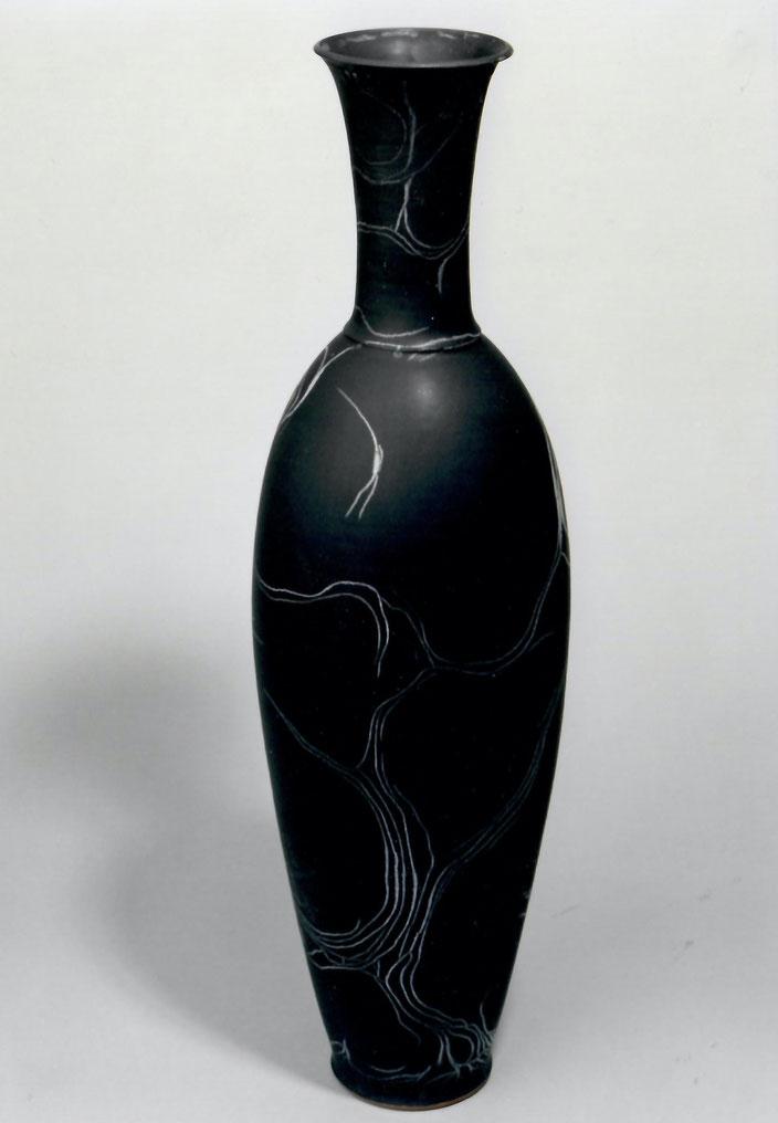 "2003 Vase ""Clio"" 70cm, turned, black glaze with white craquelé / Photo: Bernd Kuhnert"