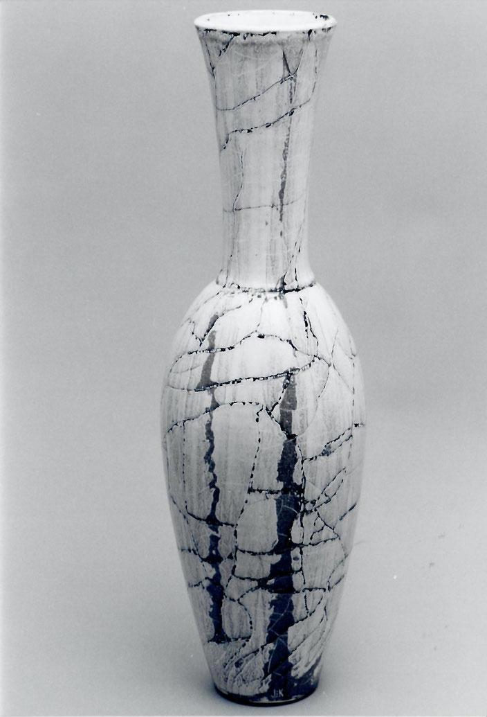 "2004 Vase ""Venusse"" 47cm, turned, white glaze with black craquelé / Photo: Bernd Kuhnert"