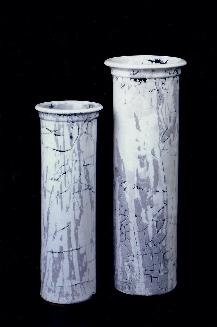 "2002 Vase ""Cylinder"" 45cm/ 47cm, turned, white glaze with black craquelé / Photo: Bernd Kuhnert"