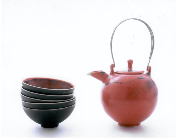 2006 tea set with silver and steel, twisted, red glaze with black craquelé, series metro collection