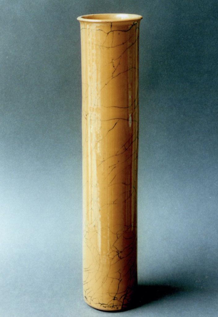 "2004 Vase ""Cylinder"" turned, yellow glaze with black craquelé / Photo: Gerhard Zwickert"