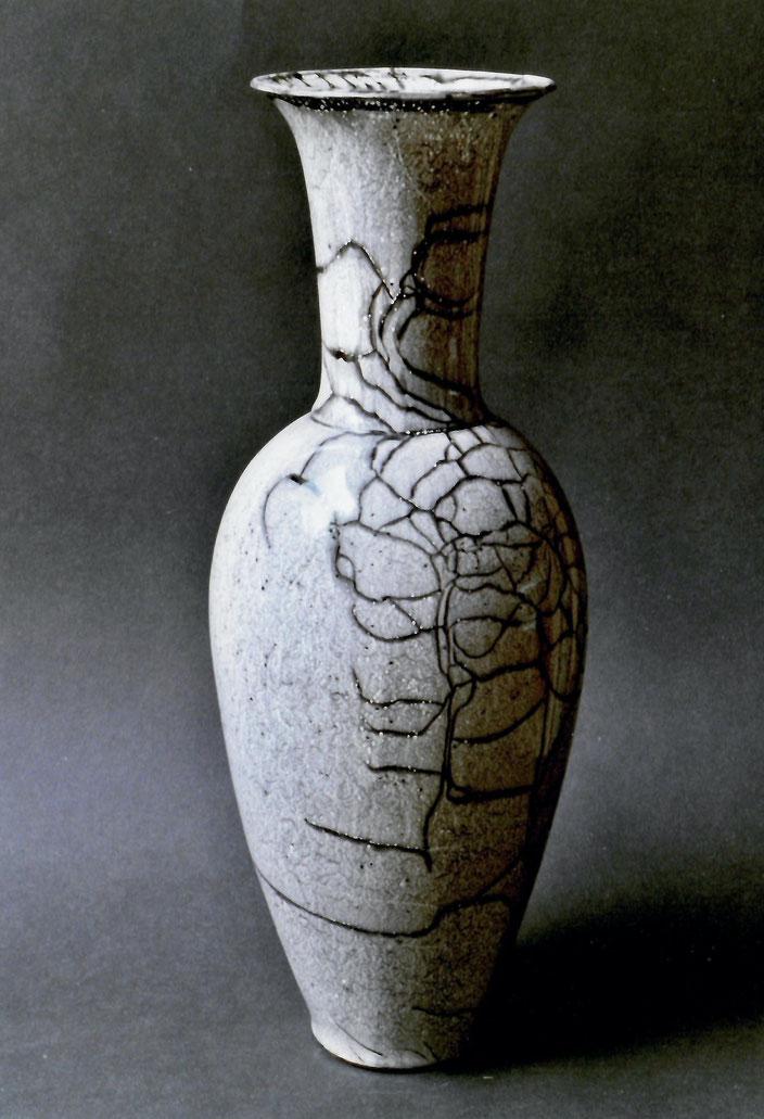 "1999 Vase ""Clio"" 38cm, turned, white glaze with brown craquelé / Photo: Bernd Kuhnert"