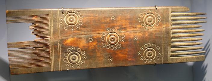 Doppelkamm, Holz, Byzantinische Zeit, 4. - 7. Jh, Hessisches Landesmuseum, Darmstadt. Foto: Nina Möller - Mode Kleidung Byzanz