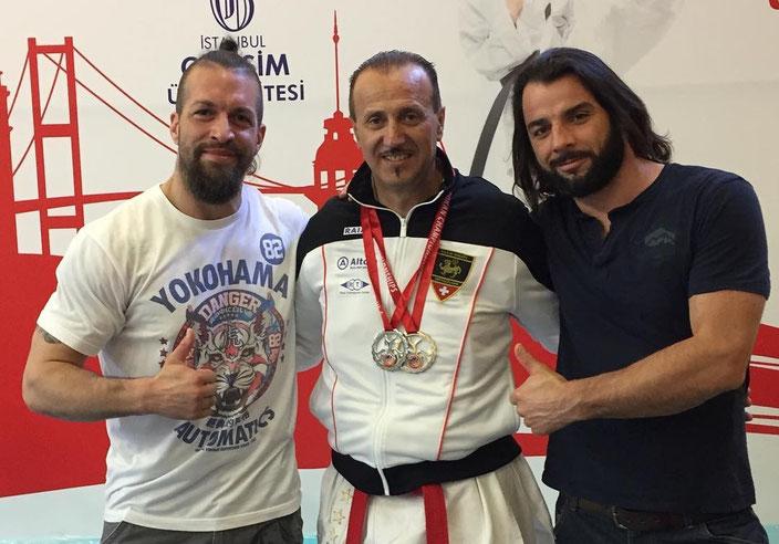"(v.l.n.r.) Coach Marco Kuster, Pino ""el presidente"" Raia, support Uwe Riediker"