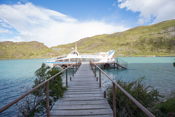 Shuttle Katamaran Lago Pehoé zum Refugio Paine Grande