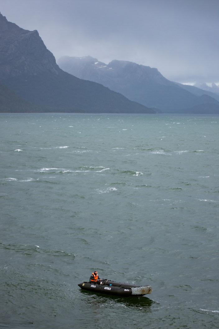 Die Zodiaks warten auf uns in der Agostini Bucht.