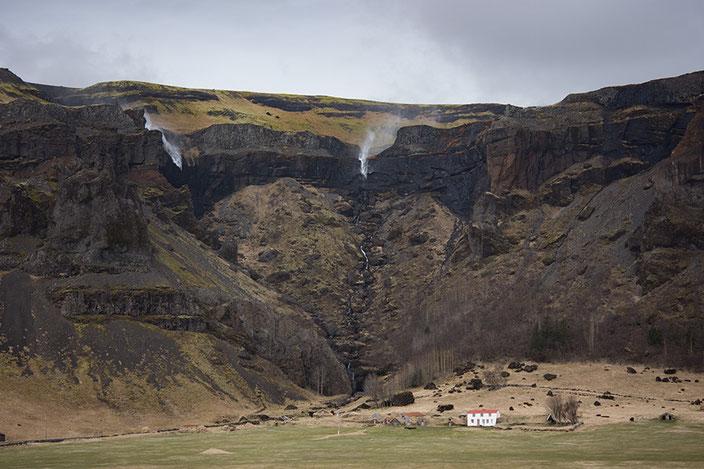 """Der Wind ließ nicht zu, dass die Wasserfälle wie gewohnt nach unten fließen. Wir nannten diese Erscheinung liebevoll """"waterrise""""."""