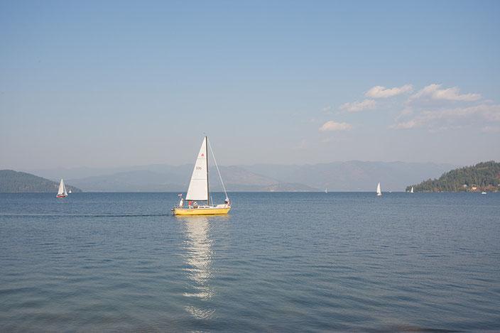 Die Selkirk und Cabinet Mountains sowie der Lake Pend Oreille tragen zur Beliebtheit von Sandpoint bei.