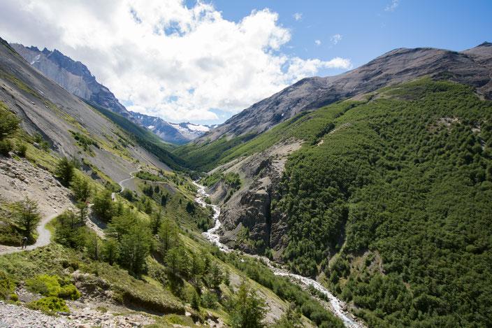Wanderweg oberhalb des Rio Ascencio Flusslaufes