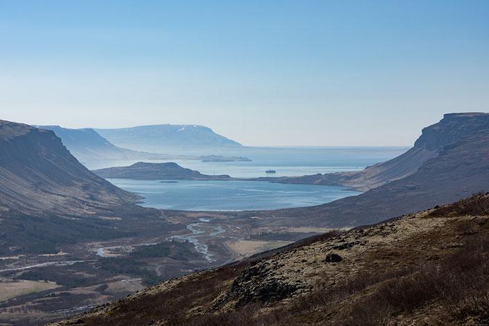 Aussicht von oben auf den Hvalfjörður.