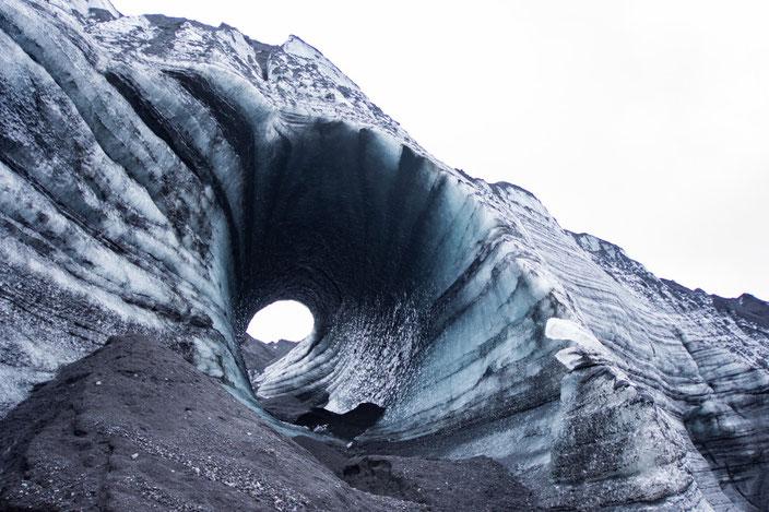 Eistunnel im Katla Gletscher.