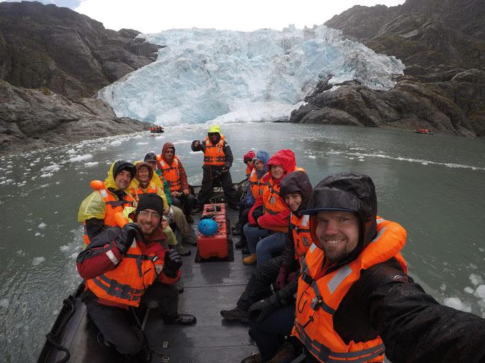 Unsere Reisegruppe auf dem Weg zum Condor Gletscher.