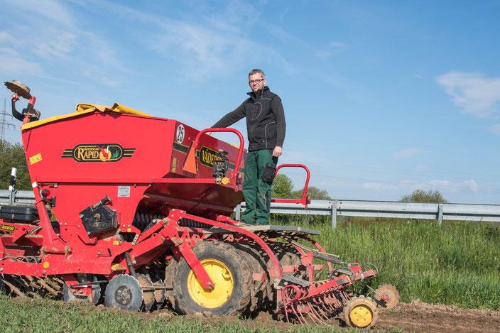 Mähdrescher Landwirt Henning Schäfer - Naturlandstiftung Gießen