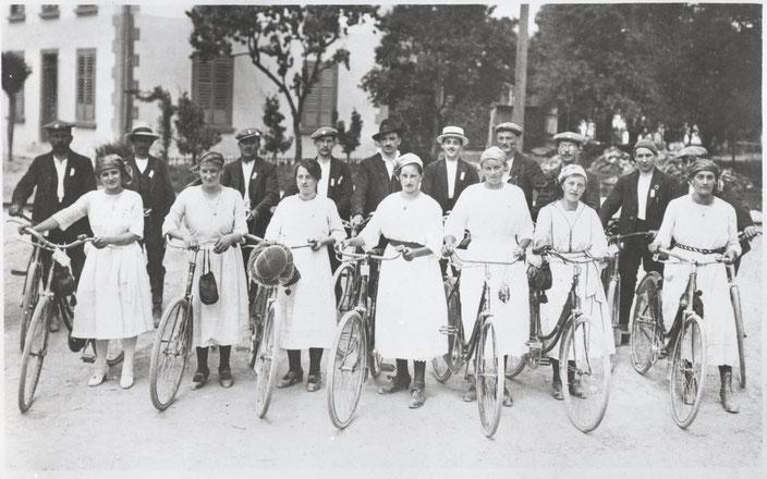 Der Wittnauer Veloklub am Aarg. Radfahrertag in Gränichen (1922)
