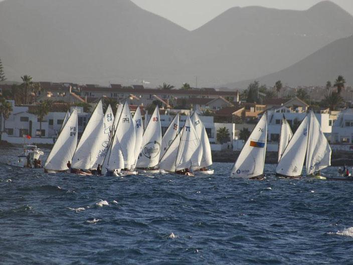 Momento del Campeonato del año pasado celebrado en Corralejo - FUENTE: Facebook Federación Canaria de Barquillos de Vela Latina
