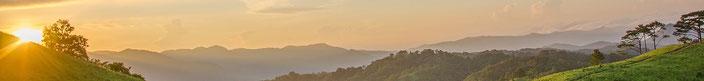 Hügellandschaft im Sonnenaufgang