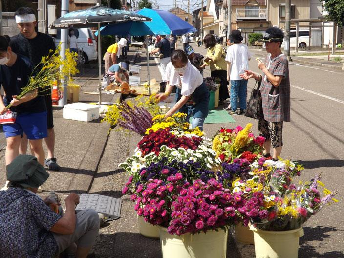 花いっぱいの朝市  増田和昭様