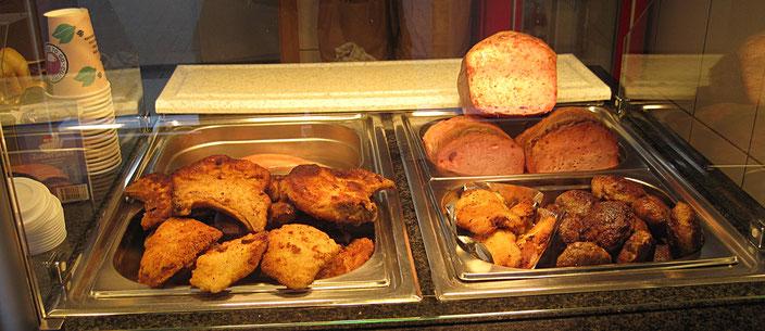 Heiße Theke Schnitzel, Kotelett, Fleischkäse, Frikadellen, Hähnchenschnitzel, Fleischwurst
