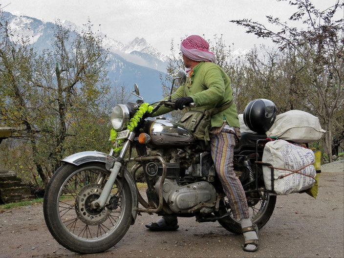 Royal Enfield Indien Berge grenzenlosunterwegs