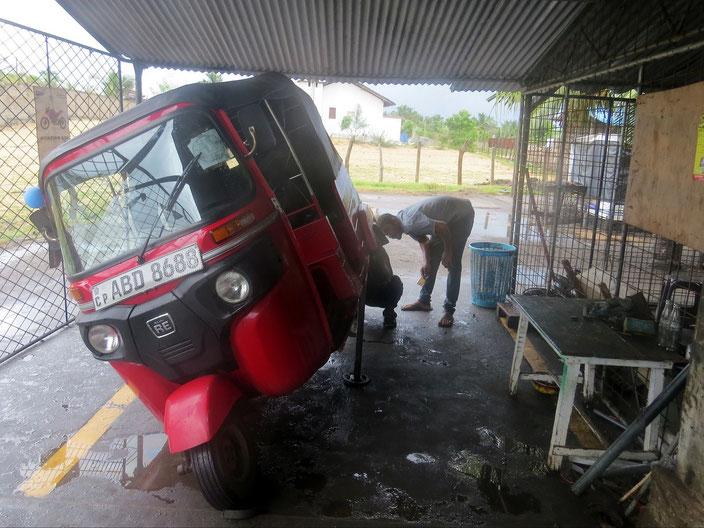 Durchsicht Tuk Tuk Sri Lanka grenzenlosunterwegs