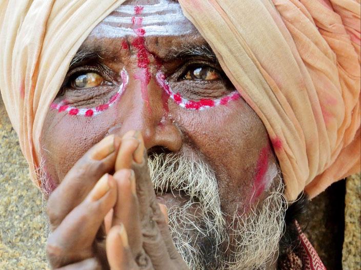 Sadhu Indien Enfield grenzenlosunterwegs