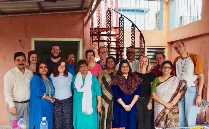 Gemeinsames Foto der Mitarbeitenden aus Basel und Indien