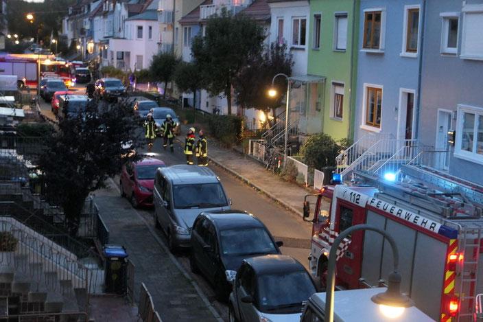 Typische Situation im Quartier Bürgerweide: Rettungskräfte kommen aufgrund der Parkdichte nicht zum Einsatzort (© V. Otto)