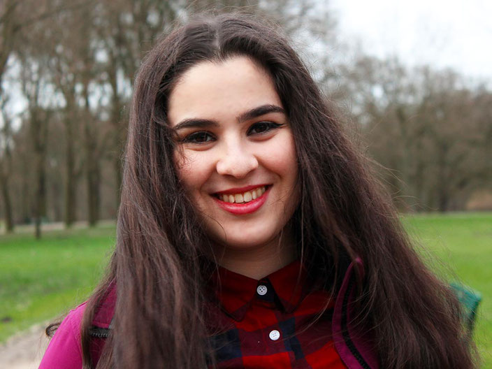 Zehra-Melissa Aggün engagiert sich für die Interessen von Jugendlichen im Stadtteil. Foto © Pia Straßburger