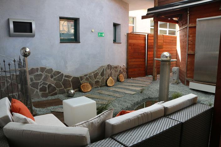 Unsere weitläufige Relax-Zone bietet Ihnen pure Entspannung...