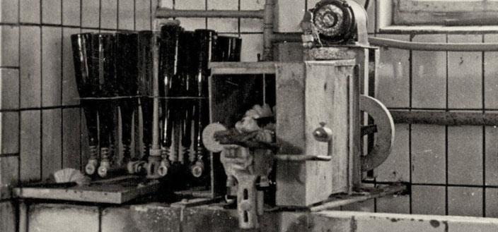 Flaschenwaschmaschine der Kelterei Biedermann, 1937, Quelle: Familie Biedermann, Mauna