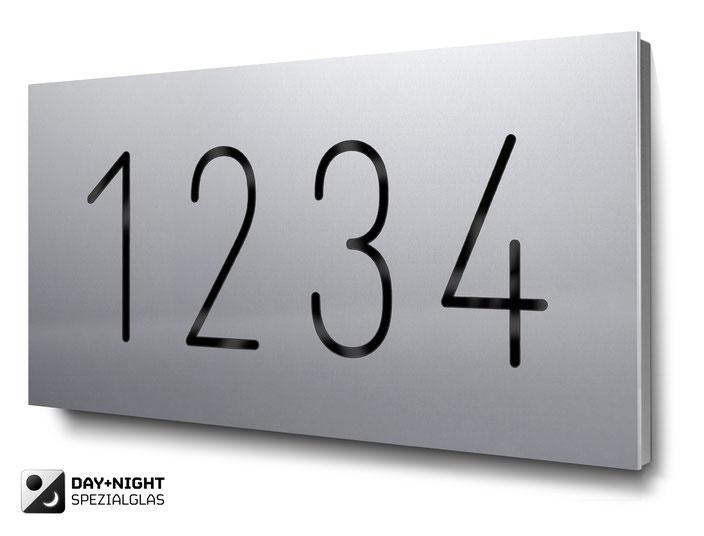 beleuchtete vierstellige Hausnummer in eloxiertem Aluminium, Tagansicht