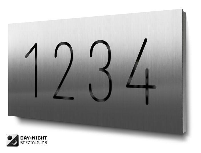 Beispiel für eine vierstellige beleuchtete Hausnummer in Edelstahl