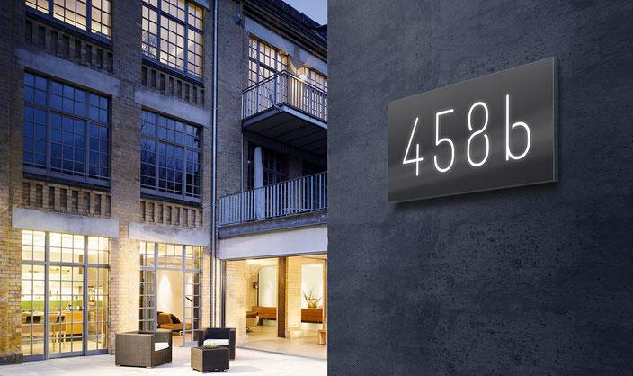 beleuchtete Design-Hausnummern in Edelstahl und Aluminium