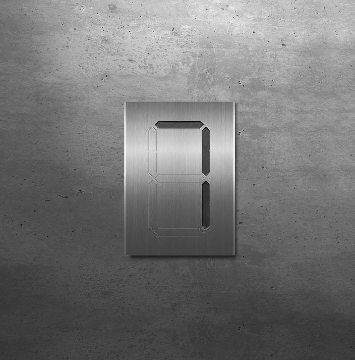 """Segment-Hausnummer """"7"""" schwarz hinterlegt"""