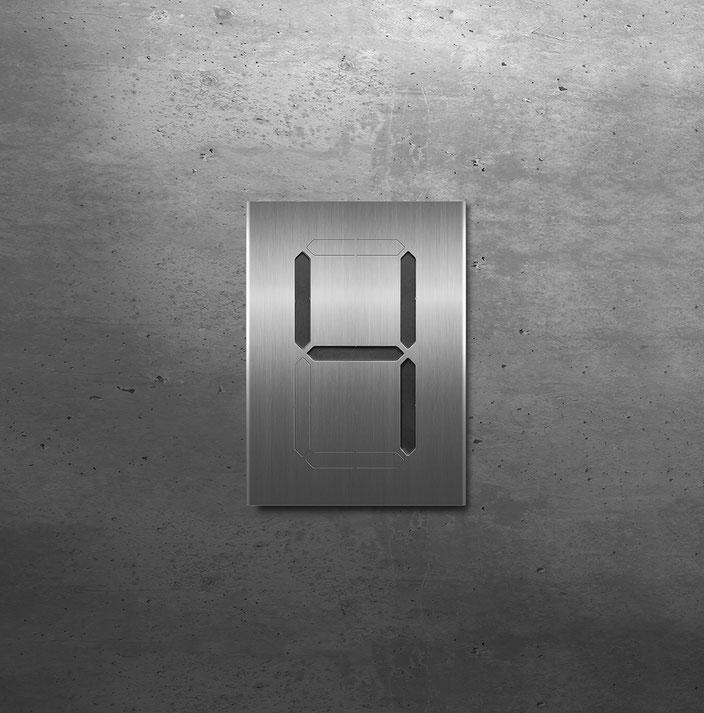 """Segment-Hausnummer """"4"""" schwarz hinterlegt"""