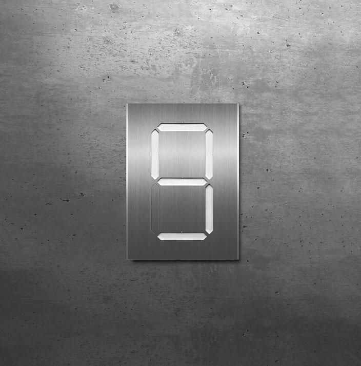 """Segment-Hausnummer """"9"""" weiss hinterlegt"""