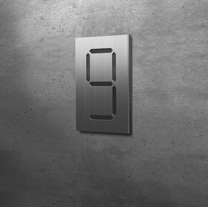 """Segment-Hausnummer """"9"""" schwarz hinterlegt"""