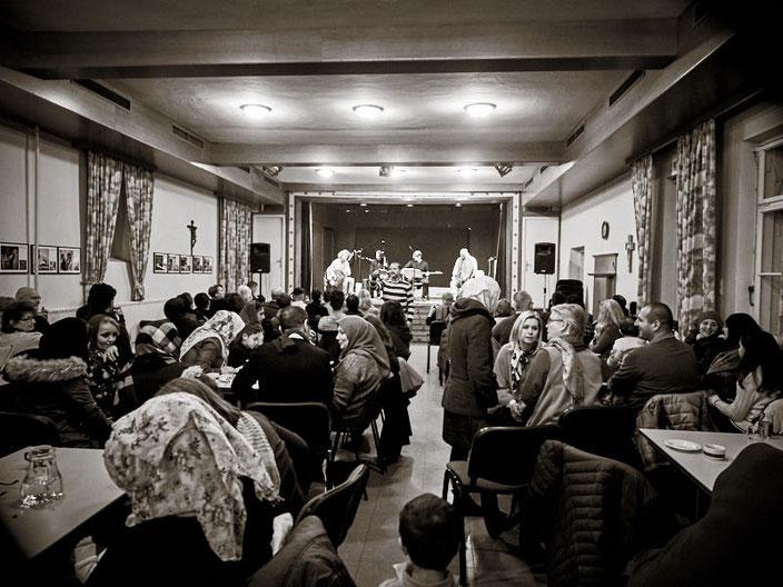 Mit einem Klick auf das Bild zu allen Fotos des Begegnungsfests